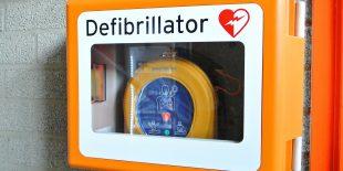 Comment utiliser correctement un défibrillateur?