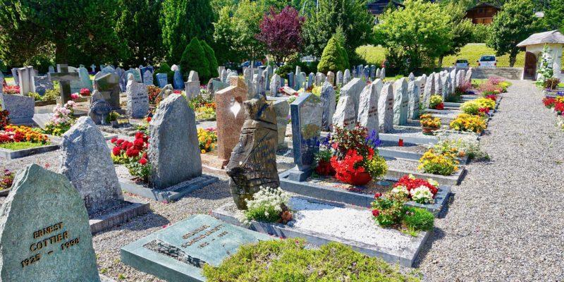 Faut-il obligatoirement porter du noir à un enterrement ?