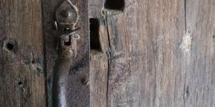 Comment réparer un trou dans une porte ?