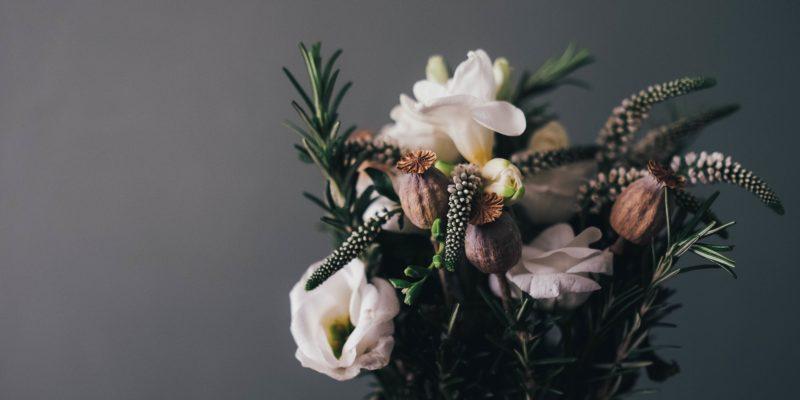 C'est l'été, décorez votre intérieur avec des fleurs !