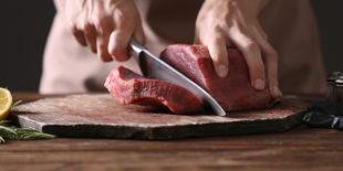 Comment bien couper de la viande ?
